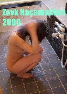 Zevk Kaçamakları 2000 Banyoda Erotik Film İzle tek part izle